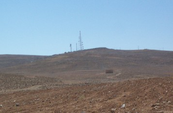 The fort is located in front (right) of the microwave towers on the top of this hill.